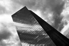 Prédio de escritórios grande do vidro fotos de stock royalty free