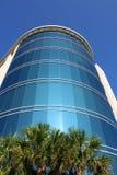 Prédio de escritórios moderno com exterior do vidro Foto de Stock Royalty Free