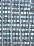 Prédio de escritórios moderno com muitos condicionadores de ar Imagem de Stock