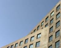 Prédio de escritórios moderno do prédio de escritórios Fotos de Stock Royalty Free