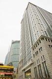Prédio de escritórios moderno e céu azul Foto de Stock