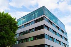 Prédio de escritórios moderno em Varsóvia Fotos de Stock Royalty Free