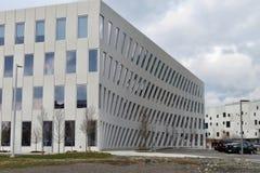 Prédio de escritórios moderno - tiro lateral foto de stock