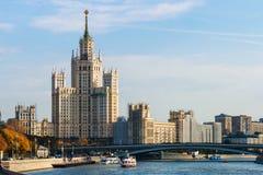 Prédio na terraplenagem de Kotelnicheskaya em Moscovo Imagens de Stock