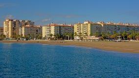 Prédios de apartamentos ao longo da praia de Malaga Imagens de Stock