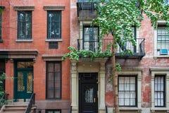 Prédios de apartamentos clássicos de New York no Greenwich Village fotografia de stock royalty free
