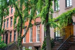 Prédios de apartamentos clássicos de New York no Greenwich Village foto de stock royalty free
