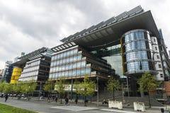 Prédios de apartamentos e escritórios modernos em Berlim, Alemanha Fotografia de Stock Royalty Free