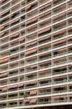 Prédios de apartamentos longos em Monte - Carlo foto de stock