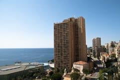 Prédios de apartamentos longos em Monte - Carlo imagens de stock