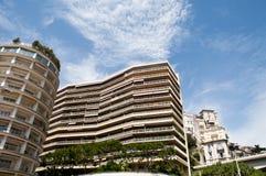 Prédios de apartamentos longos em Monte - Carlo imagens de stock royalty free