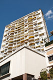 Prédios de apartamentos longos em Monte - Carlo fotos de stock royalty free