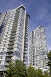 Prédios de apartamentos novos Fotografia de Stock