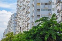 Prédios de apartamentos pobres baratos dos povos da baixa classe imagem de stock