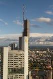 Prédios de escritórios de Francoforte - Commerzbank eleva-se Foto de Stock Royalty Free