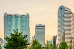 Prédios de escritórios e hotéis modernos da arquitetura Fotografia de Stock Royalty Free