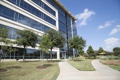 Prédios de escritórios e paisagens agradáveis fotografia de stock