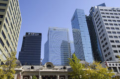 Prédios de escritórios modernos da arquitetura Fotografia de Stock Royalty Free