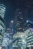 Prédios de escritórios na noite foto de stock royalty free