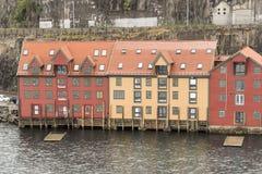 Prédios de escritórios no dockside em Bergen Norway fotografia de stock royalty free