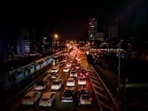 prédios e opiniões do tráfego imagem de stock