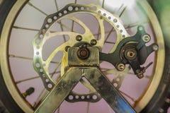 Prélevez le produit du circuit de freinage de disque et la roue du moteur automatique Image stock