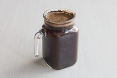 Préparation à froid de café de brew petit en lots café imbibant dans la chambre Photographie stock