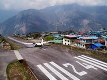 Préparation au décollage à l'aéroport de Lukla Images libres de droits