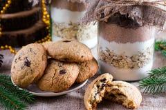 Préparation de biscuits dans un pot images libres de droits