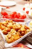 Préparation de casse-croûte et tomates-cerises photographie stock