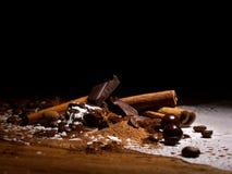 Préparation de chocolat avec des épices Photographie stock