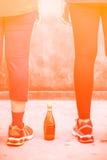 Préparation de coureurs et une bouteille de l'eau Images stock