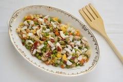 Préparation de la salade russe Image libre de droits