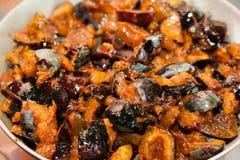 Préparation de la sauce à chutney des prunes images stock
