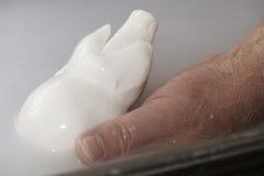 Préparation de mozzarella dans une laiterie Photographie stock