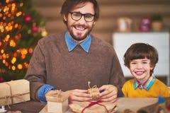 Préparation de petits cadeaux Photos stock