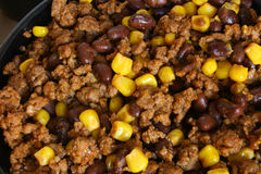 Préparation de Taco - boeuf, haricots et maïs Photo stock