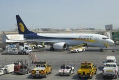 Préparation de vol des avions Boeing 737NG (VT-JBK) de Jet Airway en Abu Dhabi Image libre de droits