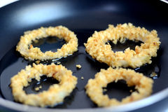 Préparation des anneaux d'oignon Image stock