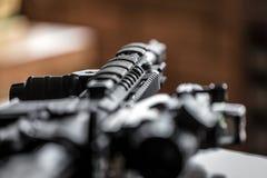 Préparation des armes pour des actes de terroriste photographie stock libre de droits