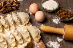 Préparation des boulettes traditionnelles II photos stock