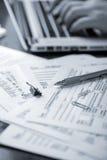 Préparation des feuilles d'impôt  Photos libres de droits