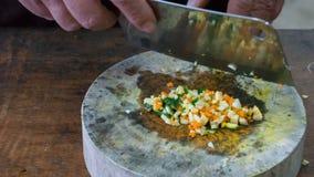 Préparation des légumes dans un bloc en bois Photos libres de droits