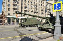 Préparation du défilé de Victory Day à Moscou - équipement militaire sur une rue de ville Photo stock