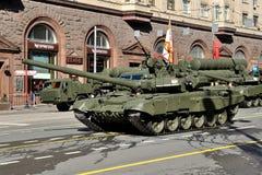 Préparation du défilé de Victory Day à Moscou - équipement militaire sur une rue de ville Images libres de droits