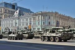 Préparation du défilé de Victory Day à Moscou - équipement militaire sur une rue de ville Image libre de droits