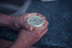 Préparation du narguilé à un restaurant Image stock