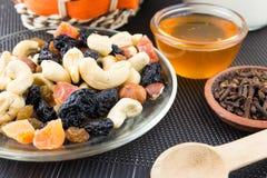 Préparation Nuts et sèche de fruits Photographie stock