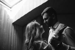 Préparation pour la cérémonie de mariage de deux amants photos stock