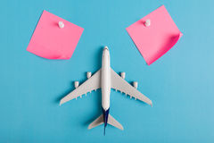 Préparation pour le concept de déplacement, remarquable de papier, avion, goupille de poussée photo libre de droits